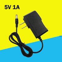 5 V Zasilanie 100V-240V 50 / 60Hz Ładowarka AC / DC Rozwiązanie IC 5V1A Przełącznik LED Lampa AC Adapter