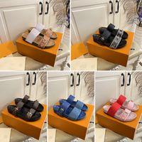 2021 Concepteurs de luxe Sandales Femmes Sandales Boucle Sangle Impression de cuir Diapositures Été Pantoufles à la plage en plein air Chaussures de plate-forme Open-Toe avec une boîte correcte