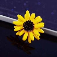 Pins, Brooches Korean Fashion Cute Daisy Pin Anti-burnout Scarf Buckle Pony Pins 2021 Corsage Brand Design Flower Jewelry