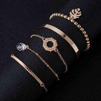 Ornamento della mano alla moda con il braccialetto del pendente di cristallo geometrico del diamante Semplice set di fiore del braccialetto semplice