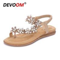 Sandalias de moda de estilo checo Sandalias de mujer plana Rhinestone Ladies Shoes Peep Toe Calidad Sexy Bohemia Gran tamaño