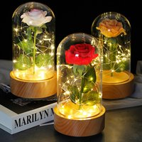 Lumière LED Automatique Base de hêtre en hêtre éternel Couverture en verre de fleur rose Sky City Music Box Cadeau de la Saint Valentin de la Mère