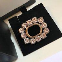 Designer di lusso Spille classiche Lettera classica Spilla diamantata per uomo e donne Regali di alta qualità Stesso braccialetto per orecchini