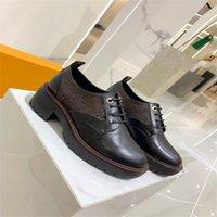 Черные матовые кожаные боевые боевые сапоги женские мода палтформ круглые носки лодыжки Martins Bothes съемные сумку зимние обувь A222