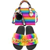 Hausschuhe Regenbogen Kette Faux Pelz Geldbörse Set Flauschige Sandalen Folien und Handtasche Modeschuhe Zapatillas de Mujer