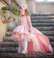Tjejens klänningar Rosa High Low Girls Pagant Gowns Lace Applique Långärmad Flower Girl for Wedding Puffy Tulle Communion Gown