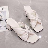 Dout 2020 Летняя мода квадратный носок мелкой поперечной полосы настоящий кожаный высокий каблук толщиной пятки PU сандалии женщины SE458 W5MO #