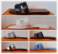 2021 Sandalias de diseño Cuña Talón Cubierta Hebilla Remache Decoración Bombas Diapositivas Femme Zapatos Casuales Catwalk Catwalk Damas Banquete Tamaño 35-42