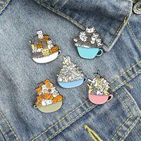 Dibujos animados animal perro broches gato fideos cuenco pingüino pines niños esmalte de aleación de aleación insignia para la mochila de vaquero Accesorios 1596 Q2