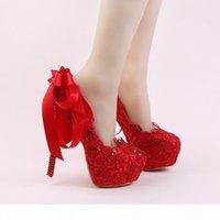 اليدوية الأحمر الدانتيل العروس أحذية الأزياء بريق الخنجر كعب فستان الزفاف الأحذية مع الشريط القوس و حجر الراين كعب النساء مضخات