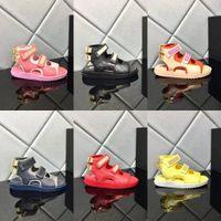 2021 Lüks Kadın Sandalet Tasarımcı Rahat Ayakkabılar Yaz Açık Plaj Marka Bayanlar Velcro Terlik Moda Kanvas Ayakkabının Düz Yüksek Üst Deri Sneakers 35-41