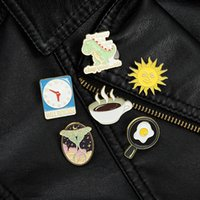 Gebakken ei koffie zon model broches cowboy kraag rugzak dierlijke badge accessoires dinosaurus vlinder klok kleding pins legering glazuur sieraden groothandel
