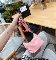 مصغرة حقائب رسول الصليب الجسم مصمم الكلاسيكية المقلوبة مثلث حقيبة يد أزياء المرأة حقيبة الكتف حجم 17 سنتيمتر WF2104212