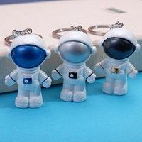 Trou Keychain Astronaute Astronaute Pendentif DIY Réfrigérateur Sticker Chaussures et Vêtements Accessoires Poupée