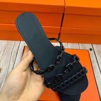 럭셔리 디자이너 브랜드 숙녀 PVC 플라스틱 젤리 슬리퍼 여성 3 체인 돼지 코 단색 플랫 로마 샌들 미끄럼 방지 비치 신발