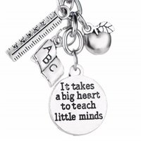 12pcs Metal Charms Keyring It Takes A Big Heart To Help Shape Little Minds Keychain Apple Ruler Abc Letters Teachers Key Chains Rings 634 K2