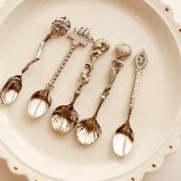 새로운 5pcs 레트로 미니 로얄 스타일 금속 황금 조각 커피 스낵 과일 디저트 포크 주방 도구 티스푼 스푼 세트