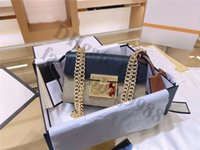 Unga kvinnor äkta läder axelväskor storlek 21 * 13 * 8cm Crossbody Bag Chain Luxury Designers Ladies Flap Små Mini Handväskor Allt Over Brev Märke Cross Body One Side