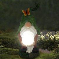 Résine Naughty Garden Gnome Solar Light Statue Funny Statue Christmas Dress Up Décoration Décorations de la maison