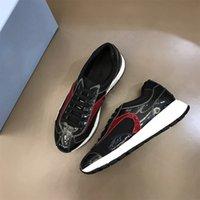 عالية الجودة عارضة الأحذية الفاخرة مصمم حذاء حقيقي مخطط المطاط تسولي الجلود المدببة عداء في الهواء الطلق مع مربع size39-44