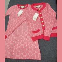 Novo designer mulheres camisola vestido conjunto de dupla letra jacquard jaqueta de cardigan spuer suaves macios suaves de malha vestidos de malha casaco de camisolas 2 peças terno com tags