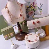 Orecchini in oro rosa oro orecchini fortunati fiore primavera coccinella braccialetto collana moda fascino gioielli di lusso temperamento di lusso gioielli di fascia alta.