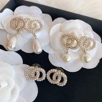 Mulheres Classic Letter Pérola Broche Pin Linda Brinco Brinco Bijoux Alta Qualidade Luxo Designer Jóias Festa de Jóias Presente de Casamento com Caixa