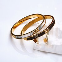Designer liebe armband schmuck titanium stahl gold bangle luxus einfache frauen anhänger armbänder mit kanalkasten