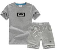 2021 Summer Designer Vestiti Abbigliamento per bambini Set di t-shirt a maniche corte + pantaloncini Neck Neck Due pezzi Abbigliamento sportivo per ragazzi e ragazze stampa