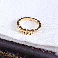Mode Designer Gold Letter Band Bague Bague pour Lady Femmes Party Lovers De Mariage Gift Engagement Bijoux avec boîte