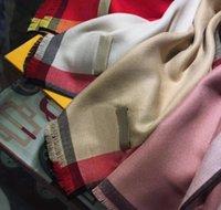 Grossistes Designers Luxurys Hommes Femmes Écharpe Classic Plaid Châle Mesdames Foulards Foulards Chaud Chaud Shalt Confortable Taille haut de gamme 200 * 70cm