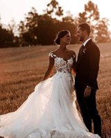 Designer Boho Wedding Dress A Line Illusion Beads Lace Appliqued Summer Beach Bridal Gowns V Neck Tulle White Lady Marriage Dresses Bohemian Robe de mariée