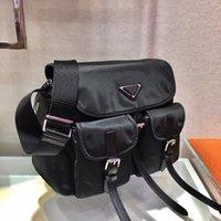 Unisex Luxo Schoold Bag Designers Mens Preto Mochilas Médio Tamanho Médio 2021 Moda Sacos de Ombro com Bolsos Triângulo para Mulheres
