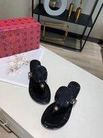 2021 Sneakers Yüksek Kalite Klasik Flip-Flop Kapalı Lüks Çocuk Tasarım Düz Ayakkabı Yaz Bayanlar Terlik Tory Sandalet