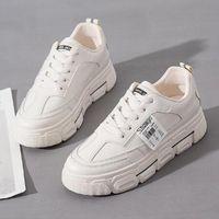 Moda bayanlar beyaz ayakkabı bu yıl başlatılacak, nefes alabilen rahat ayakkabılar, kalın tabanlı büyük boy kaymaz