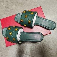 Femmes Sandale Roman Rivet Slides Designer Plat Slipper Green High Heel Heel Quilté Gard Stud Sexy Mouthskin Mules Chaussures d'été Grand taille 269