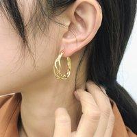 Minimalistische Goldfarbe verdrehte Rundkreis-Reio-Ohrring für Frauen Trendy Edelstahl Geometrische Schnalle Ohrring Weiblicher Schmuck