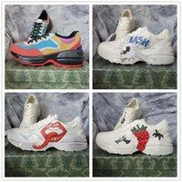 Rhyton branco couro sapato womens luxurys designers listra vintage sneakers corredor treinadores desenhador masculino sapatos casuais moranguinho vermelho tigre flash pato rato