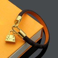 Armband luxus schmuck frauen leder designer mit golden herz marke auf it hochwertiges elegantes muster paar