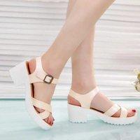 Sandalias de gran tamaño Sandalias de verano para mujer New Women Zapatos de mujer Abrir zapatos planos Roman Sandalias Damas zapatillas para mujer CX200618