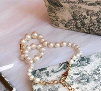 Collar de oro de 18k para mujer New Pearl Alphabet Fashion Necklace Top Calidad Personalidad salvaje Collar Suministro de joyas