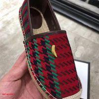 Yüksek Kaliteli Bayan Düz Alt Rahat Ayakkabılar Mektup Baskı Balıkçılar ayakkabı Oymak Tasarımcı Yeni Yaz Kalın Soled Loafer'lar Moda Kırmızı