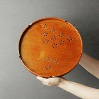 Doğal Ahşap Çay Tepsisi Katı Ahşap Hollow Desenli Yuvarlak Plaka Toptan Meyve Tatlı Yemekleri