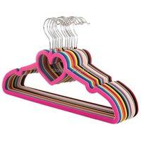 10 أجزاء شماعات الملابس المخملية الملونة المحبة القلب المخملية معطف شماعات عدم الانزلاق على شكل قلب الشماعات متعددة الوظائف