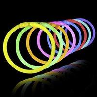 Украшение партии 100 шт. Флуоресцентный свет светлые палочки браслеты ожерелья неоновые для свадьбы яркие красочные