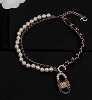 Colar de pingente de charme de alta qualidade com design de bolsa natureza branco pérola grânulos de couro genuíno para mulheres presente de jóias de casamento ter caixa ps4063