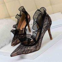 Европейский и американский стиль Сексуальный вечер был тонким штрафом с высокими каблуками на мелководье рта указывала боковые вырезные кружевные туфли 210610