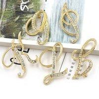 26 letras Broche de bricolaje Mujeres Rhinestone letra Traje Sapa Pin de solapa Accesorios de joyería de moda para el partido de regalo C3