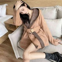 Nueva chaqueta de mujer diseñadora de la chaqueta de la chaqueta de la trinchera Cortavientos de la moda con capucha de moda estilo con el cinturón Slim Lady Outfit Chaquetas de gran tamaño