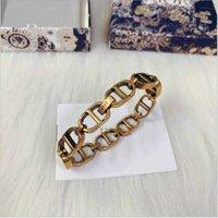 Letter de luxe de haute qualité Lettre de la mode Bracelet Voix tremblante tremblante Diamond rouge avec le même CD Tiktok bijoux Pas de boîte originale